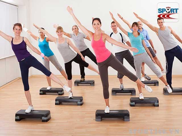 Bục dậm nhảy là dụng cụ không thể thiếu khi luyện tập aerobic