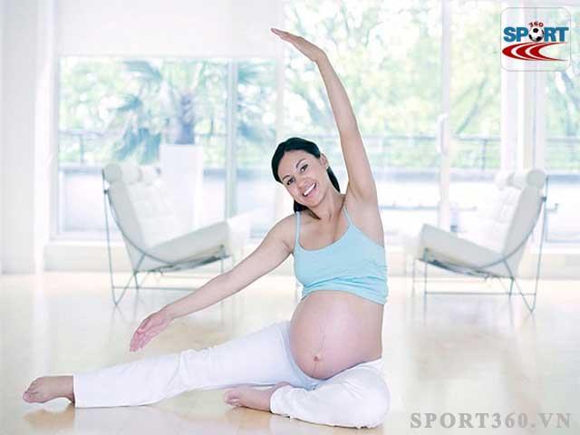 Nên tập yoga trong 3 tháng đầu kỳ và 3 tháng cuối kỳ
