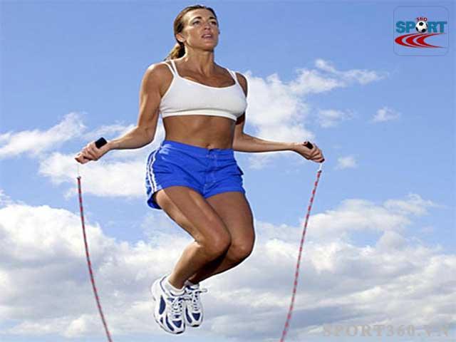 Nhảy dây đúng cách sẽ giúp kéo dài các cơ trên cơ thể nên sẽ không có trường hợp bị lùn đi
