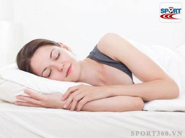 Ngủ đủ giấc đúng giờ là cách giúp ngăn chặn việc tích tụ mỡ thừa