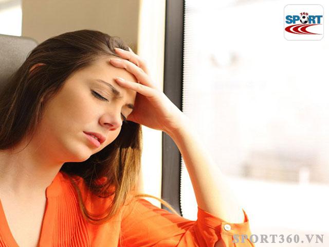 Đau đầu là một trong những triệu chứng say xe