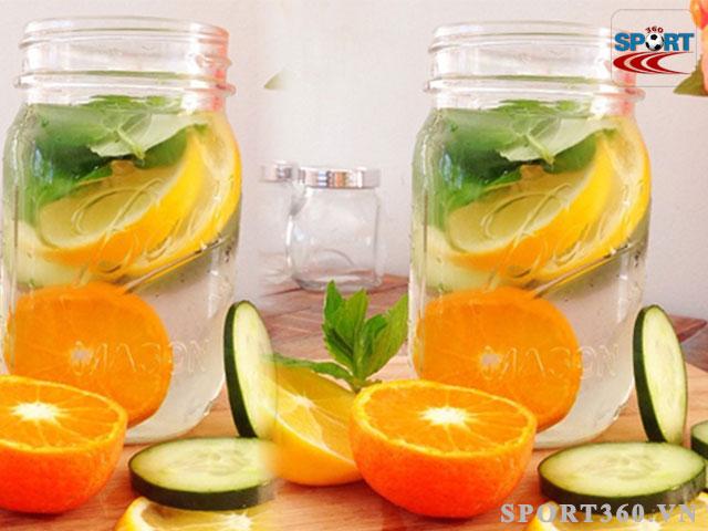 Công thức Detox giảm mỡ bụng đúng cách gồm cam, dưa chuột và lá bạc hà