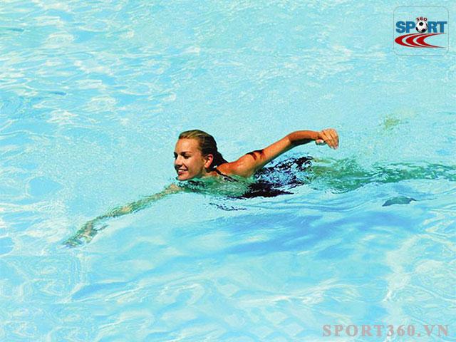 Bơi là bộ môn thích hợp cho người bệnh thoát vị