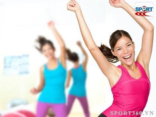 Bài tập lắc hông rất phổ biến trong aerobic