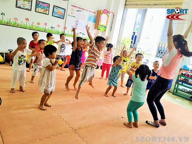thể dục nhịp điệu cho bé được giảng dạy từ mẫu giáo đến cấp 3
